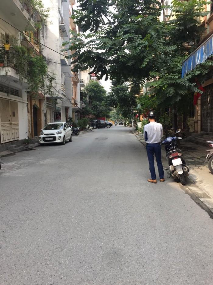 Bán Đất Tặng Nhà Phân Lô Hoàng Cầu. Sân Đỗ Chục Oto + Xe Máy. Đang KD Cho Thuê VP. 61m2*4T.