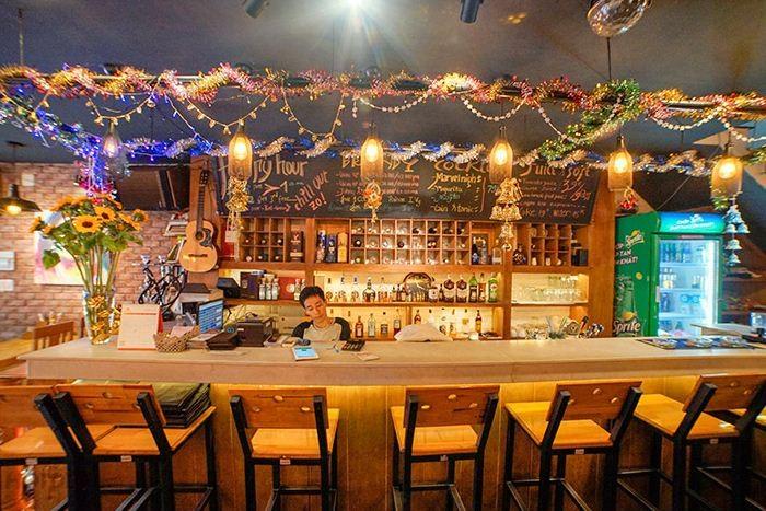 Buffet Hải Sản Nướng Lẩu HCM Nhà hàng Saigon Marvel Hostel giá rẻ21