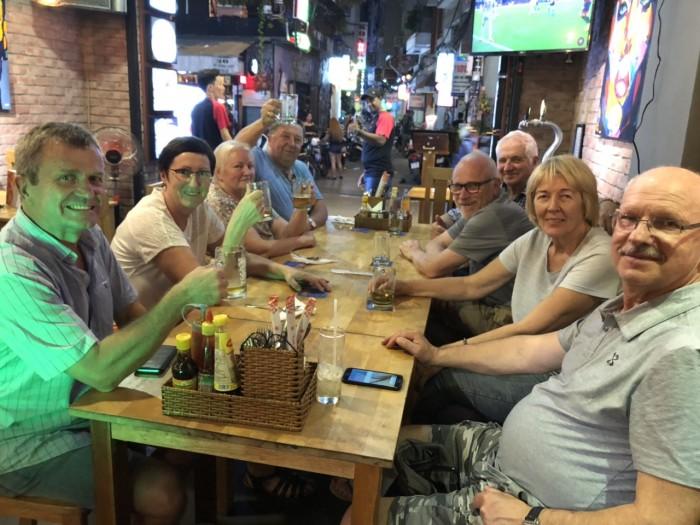 Buffet Hải Sản Nướng Lẩu HCM Nhà hàng Saigon Marvel Hostel giá rẻ12