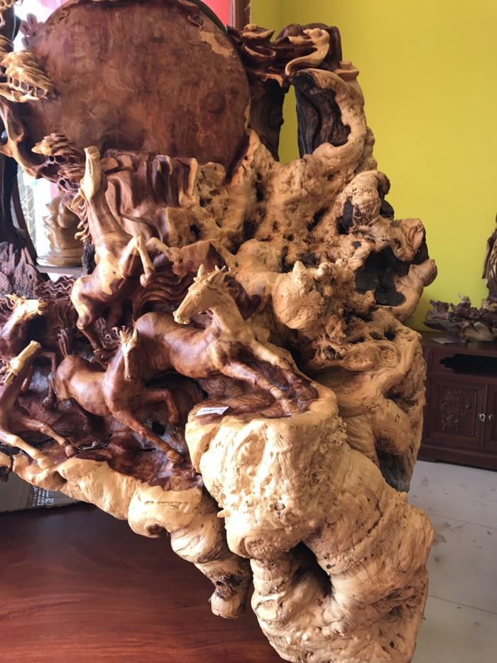 Tượng bát mã gỗ hiếm thấy tại Tiền Giang1