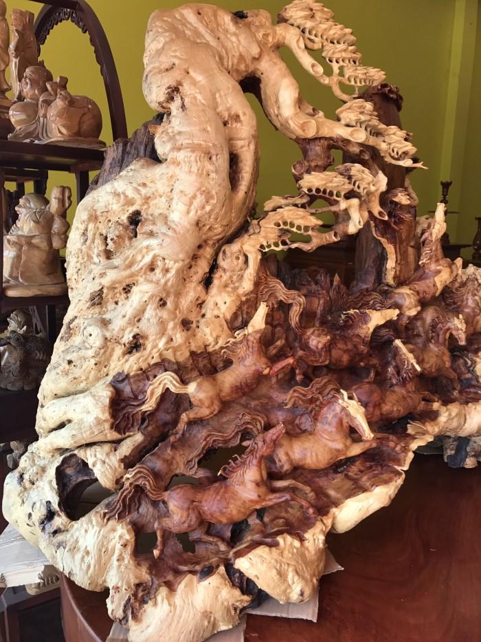 Tượng bát mã gỗ hiếm thấy tại Tiền Giang0