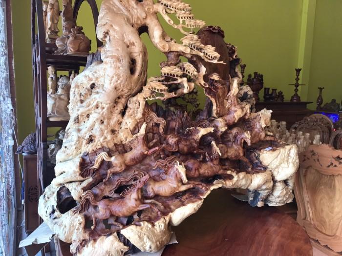 Tượng bát mã gỗ hiếm thấy tại Tiền Giang2