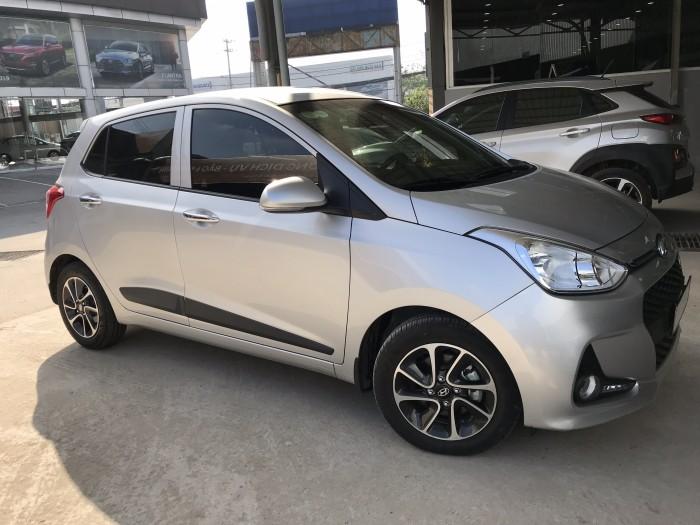 Bán Hyundai Grand i10 1.2AT 5 cửa màu bạc số tự động sản xuất 2018 đi 7800 km 3
