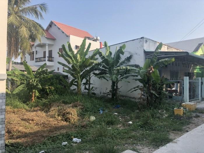 Nền hẻm 249 Vành Đai B ( Đồng Văn Cống), thông ra Trần Quang Diệu, cách chợ cầu Ván và trường An Thới
