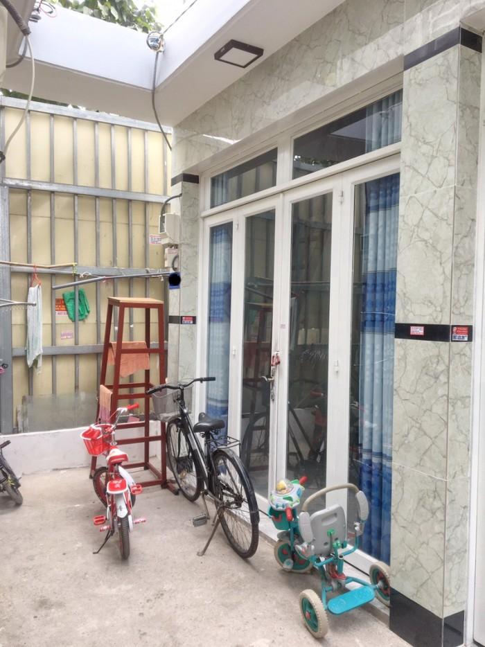 Bán nhà nhỏ 1 lầu hẻm 180 Bùi Văn Ba P. Tân Thuận Đông Quận 7.
