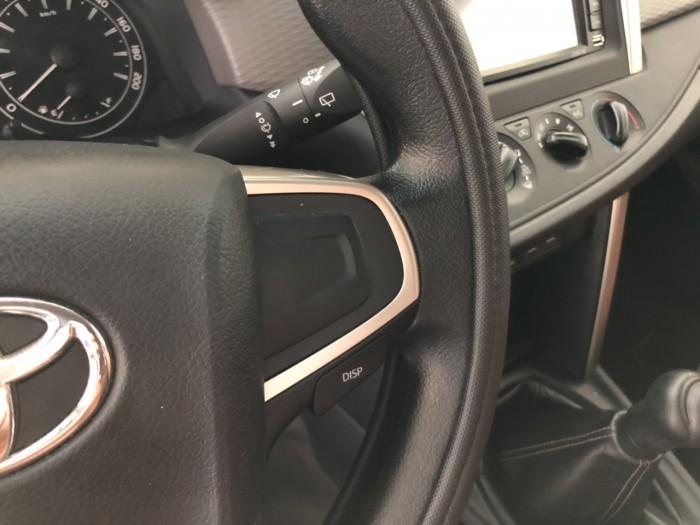 Bán Toyota INNOVA 2.0E màu xám chuột số sàn sản xuất cuối 2017 mẫu mới chạy 29000km