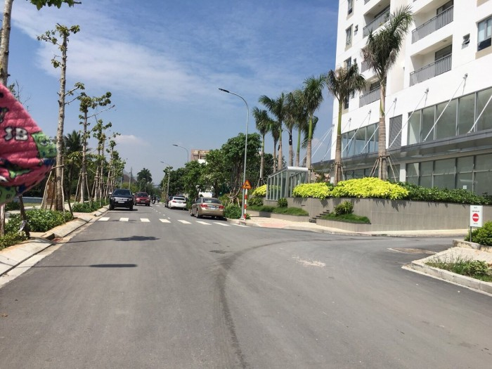 Đất góc 2MT, ngay vòng xoay Phạm Văn Đồng, cách bến xe Miền Đông 8 phút.