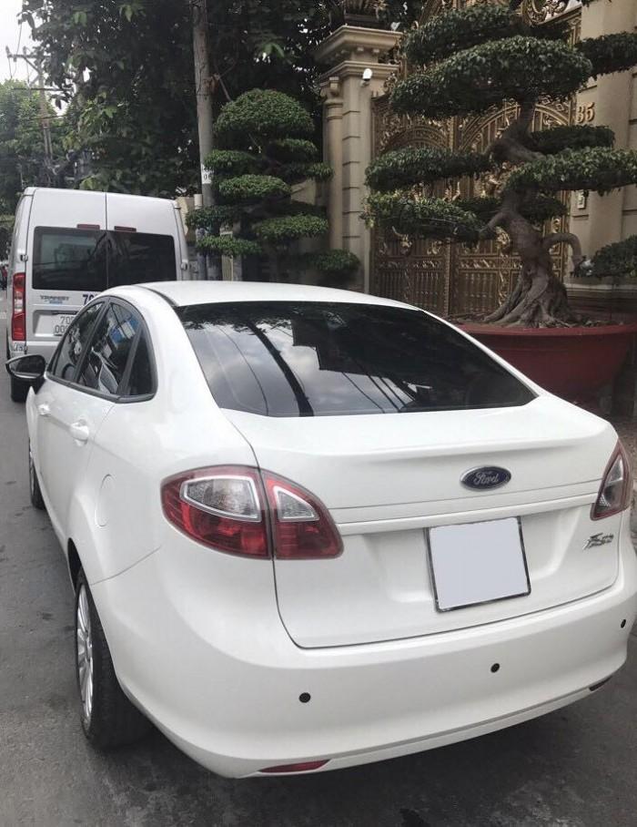 Gia đình cần bán Fiesta 2011, số tự động sedan màu trắng