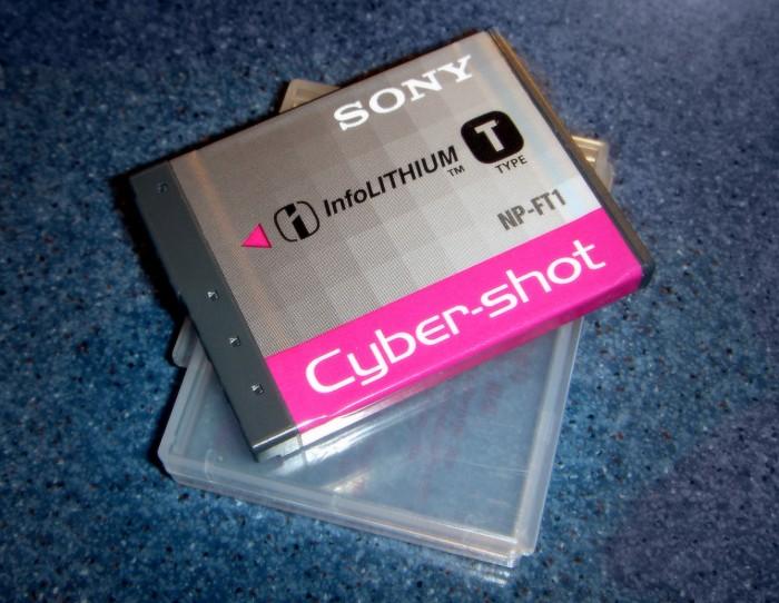 Pin Máy Ảnh Sony NP-FT1 (Cực Hot)0