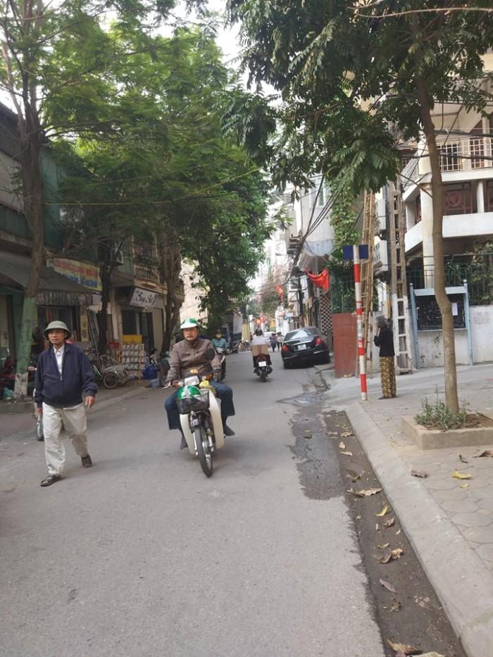 Bán nhà riêng Phố Trương Định, ô tô tránh, vỉa hè 2m, KD sầm uất