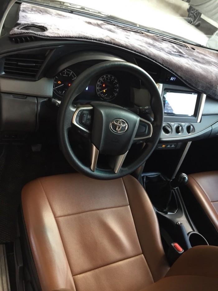 Bán Toyota INNOVA 2.0E màu nâu titan số sàn sản xuất 2017 biển tỉnh đi 42000km