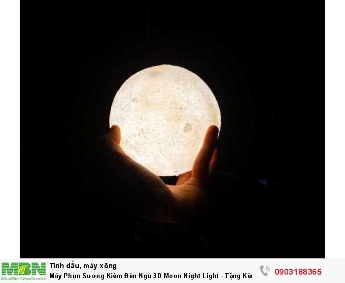 2. Vào ban đêm, ánh sáng phát ra giống như mặt trăng với các miệng hố và lỗ nhỏ trên bề mặt, có thể thay đổi ánh sáng bằng cách chạm vào đèn.1