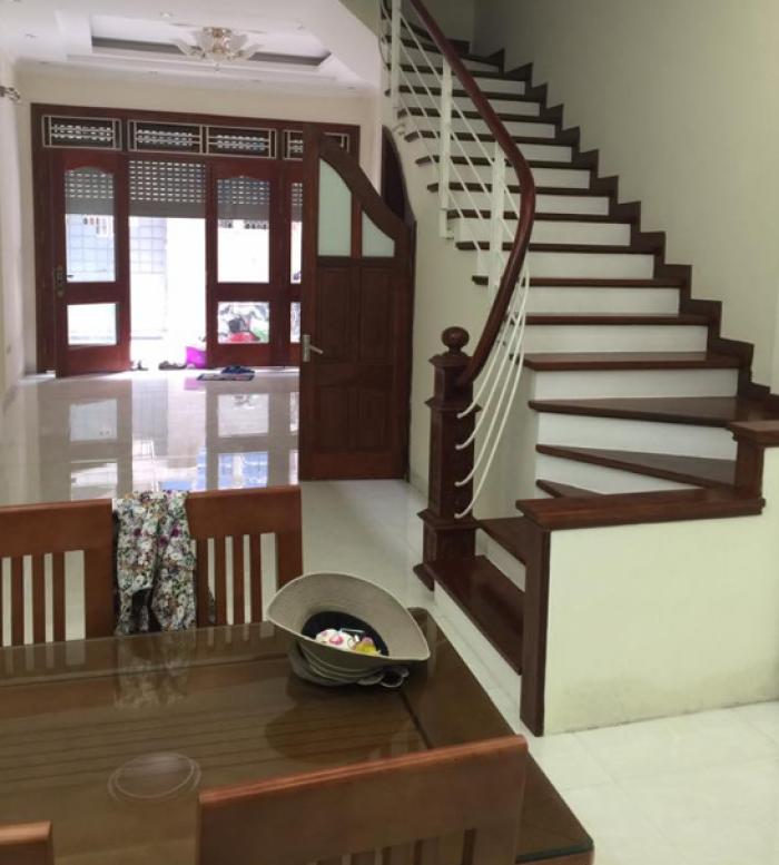 Bán nhà mới quận Hoàng Mai, 50m2, 3 ngủ, sát mặt phố.