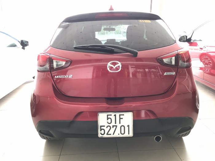 Bán Mazda 2 HB 1.5AT màu đỏ số tự động sản xuất 2015 biển Sài Gòn 1 chủ đi đúng 33000km