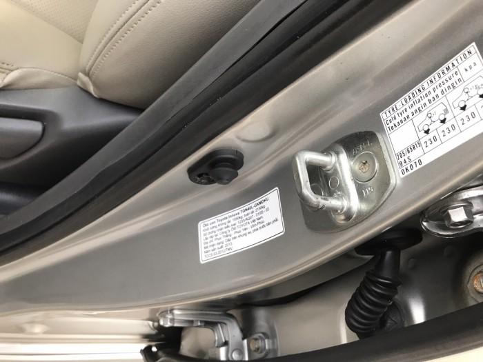 Cần bán Toyota Innova 2.0E năm sản xuất 2013, màu bạc. Xe k lỗi nhỏ! 10