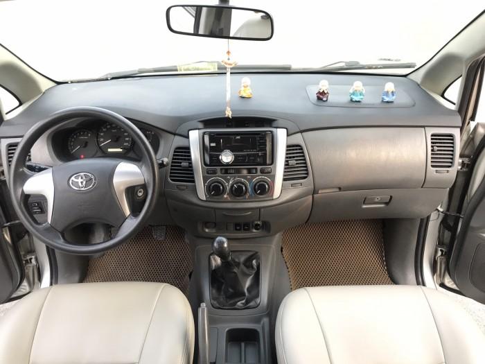 Cần bán Toyota Innova 2.0E năm sản xuất 2013, màu bạc. Xe k lỗi nhỏ! 18