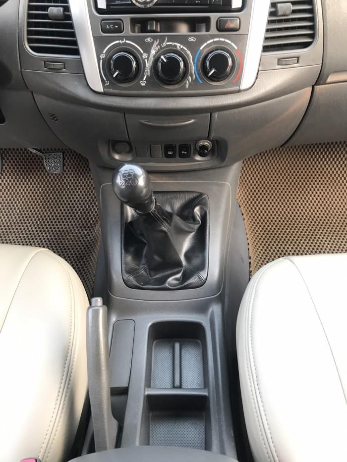 Cần bán Toyota Innova 2.0E năm sản xuất 2013, màu bạc. Xe k lỗi nhỏ! 0