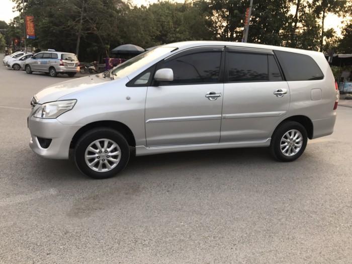 Cần bán Toyota Innova 2.0E năm sản xuất 2013, màu bạc. Xe k lỗi nhỏ! 2