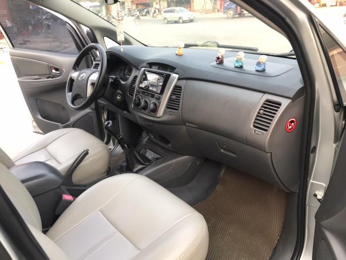 Cần bán Toyota Innova 2.0E năm sản xuất 2013, màu bạc. Xe k lỗi nhỏ! 13