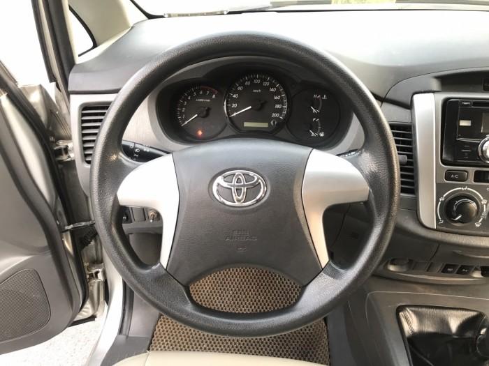 Cần bán Toyota Innova 2.0E năm sản xuất 2013, màu bạc. Xe k lỗi nhỏ! 3