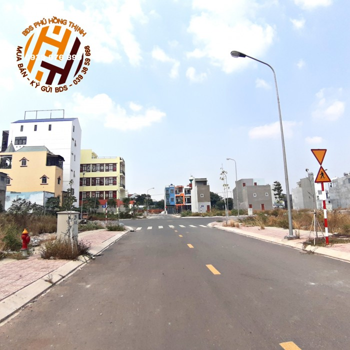 Nhà phố mặt tiền DT743, 1 trệt 3 lầu, SHR, CCCN, tiện KD