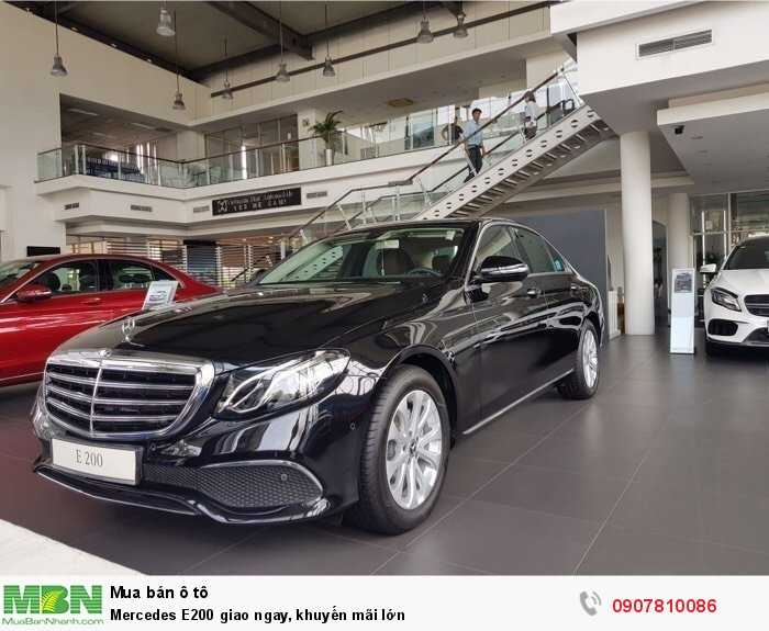 Mercedes E200 giao ngay, khuyến mãi lớn