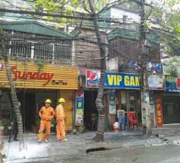 Cho thuê nhà làm nhà hàng phố Đặng Văn Ngữ: diện tịch 120m, mặt tiền 6m.