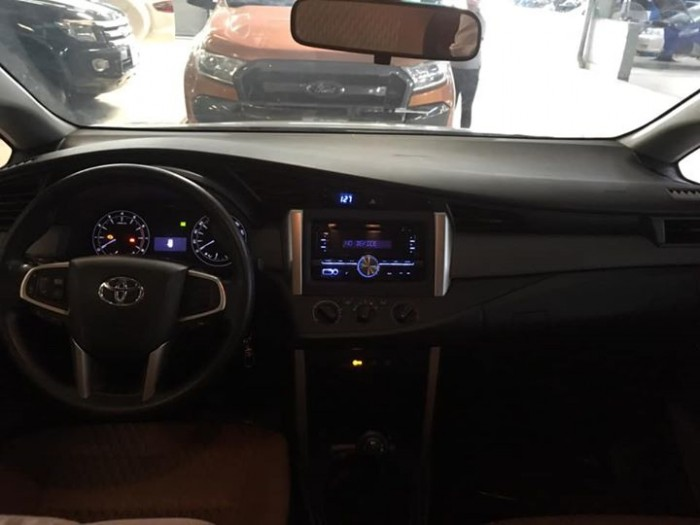 Toyota Innova 2.0E 2016 Số sàn 2