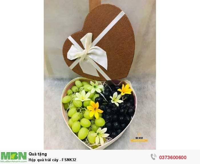 Đặt mua hộp quà trái cây TPHCM hình trái tim màu vàng kim
