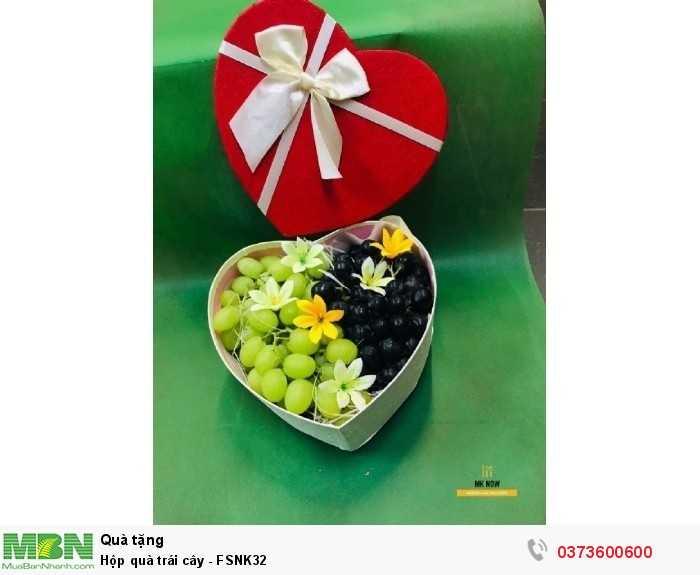 Mua hộp trái cây giá rẻ hình trái tim đỏ