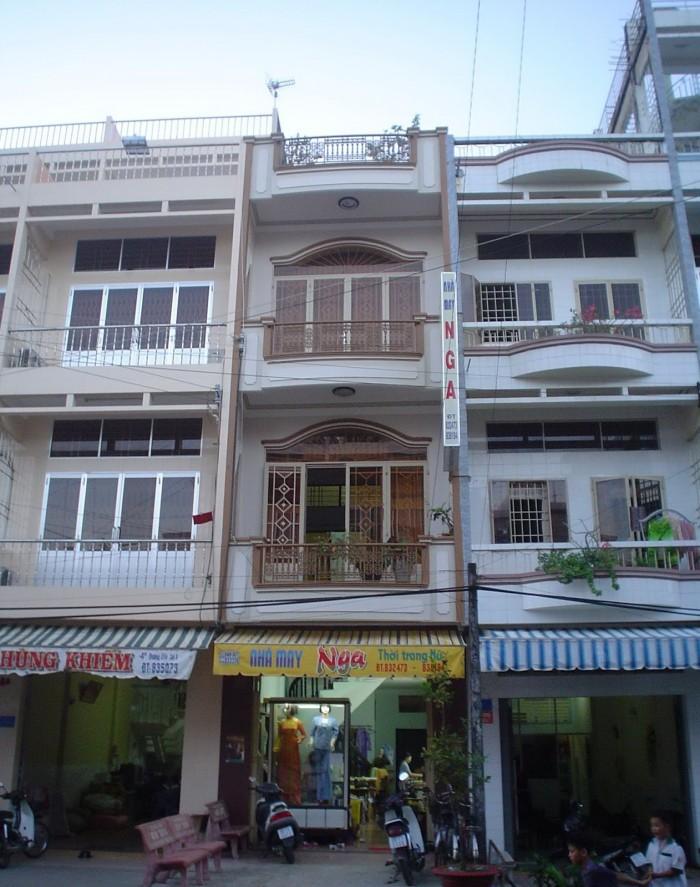 Con bị tai nạn xe, cô Linh cần bán gấp nhà 5x18m, MT Lê Văn Lương, Q7.