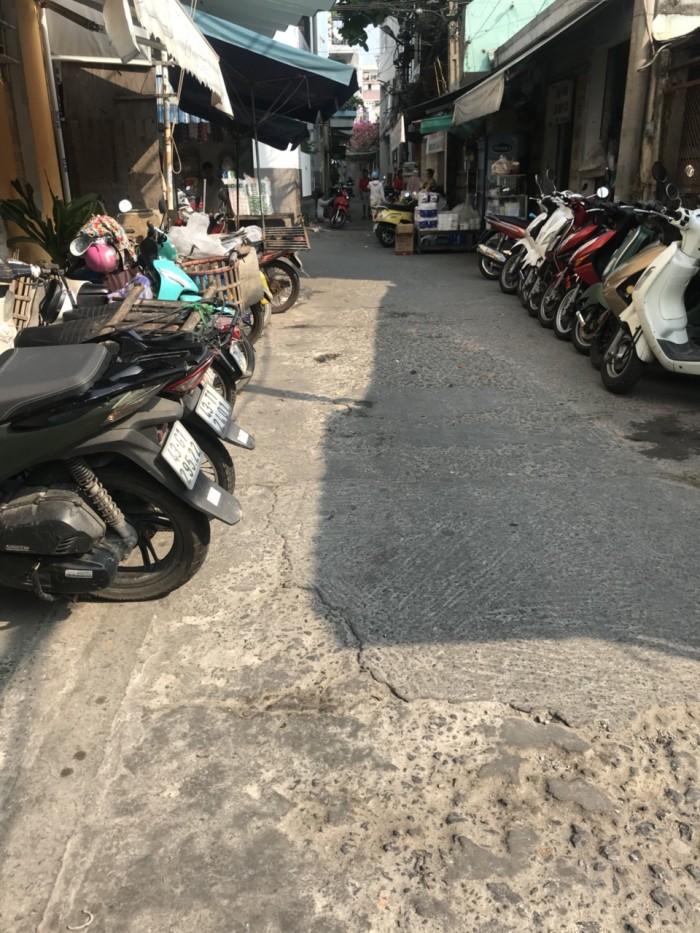 Bán đất kiệt kinh doanh ô tô vào tận nhà Đường Lê Đình Lý.
