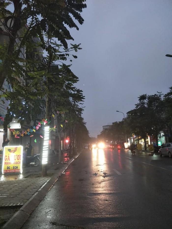 Mặt phố Hai Bà Trưng - Dương Văn Bé 30m2x5T, MT 3m, kinh doanh sầm uất, oto đỗ cửa.
