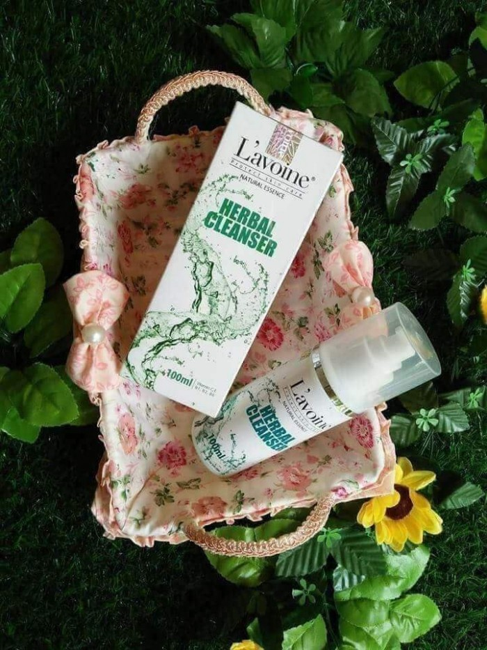 Sữa rửa mặt hoa cúc Herbal Cleanser L'avoine