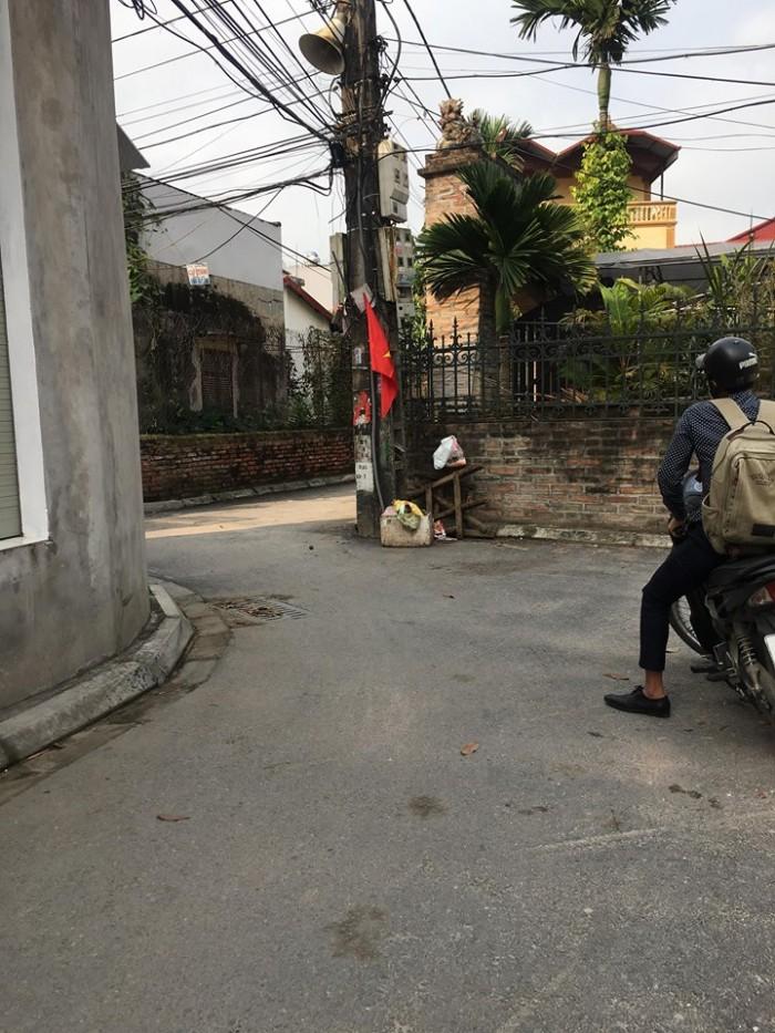 Gia đình cần bán gấp 40m2 đất cạnh Trung tâm xã Đông Dư, Gia Lâm.