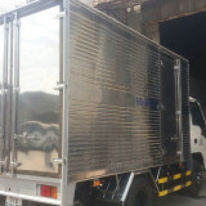 Xe tải 1t4 thùng kín dài 3m6 - Isuzu 2019