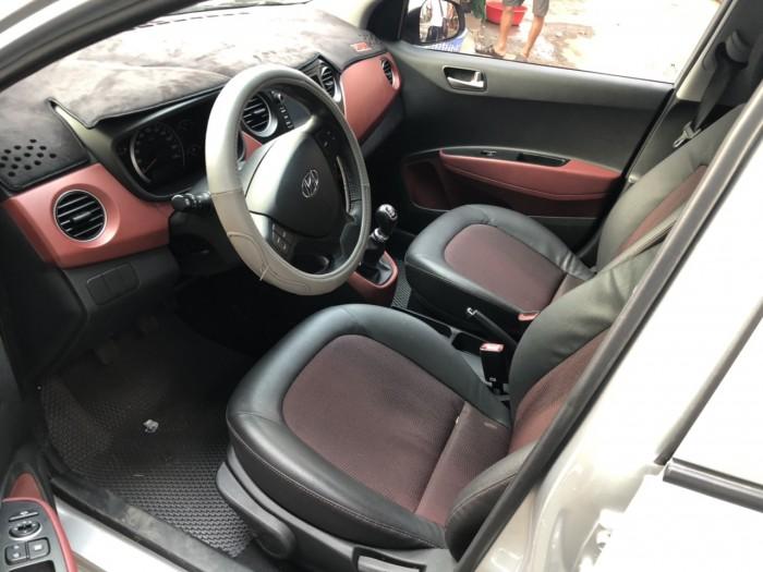 Bán Hyundai Grand i10 1.2MT 5 cửa số sàn màu bạc bản gia đình sản xuất 2018 đi 13000km
