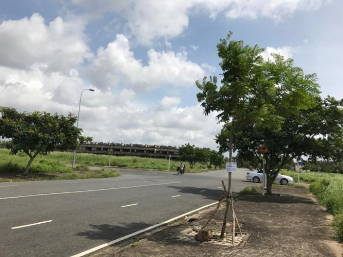 Cần bán đất nền TP.Tân An ngay mặt tiền Võ Văn Môn 11tr/m2 SHR