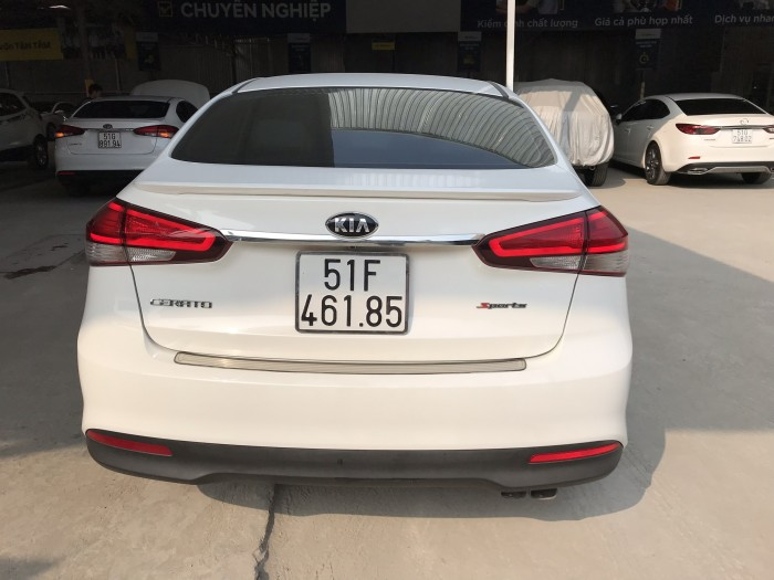 Bán Kia Cerato 1.6MT màu trắng số sàn sản xuất 2016 biển Sài Gòn