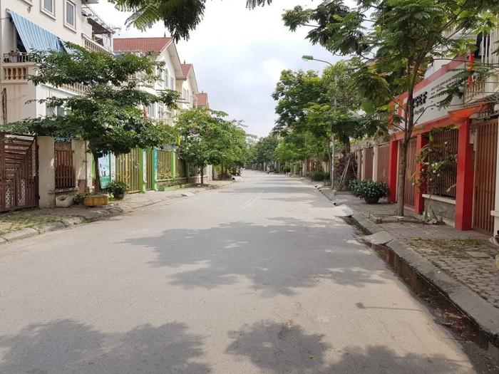 Bán nhà Làng Việt Kiều Châu Âu 150m 3 tầng 9 MT Hà Đông ô tô tránh nhau