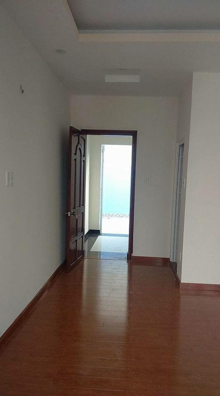 Bán nhà ở luôn (4T*3PN*31m2) La Khê, ôtô đỗ cửa