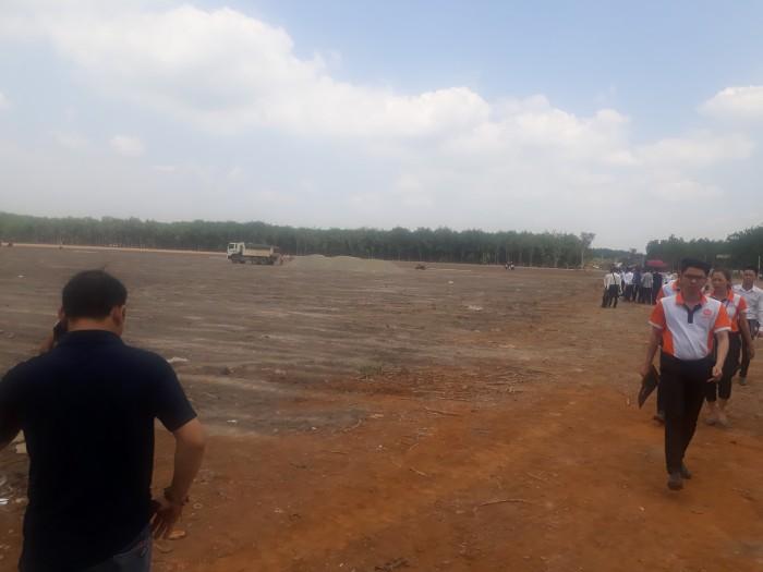Đang cần tiền trả nợ nên bán gấp lô đất 1000m2,nằm mặt tiền, ngay KCN, SHR.