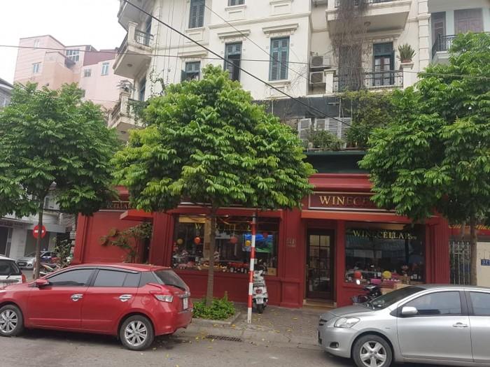 Bán nhà 300tr/m2  MP Huế, HBT:  101m2, 5 tầng, Vị trí đẹp, thang máy.
