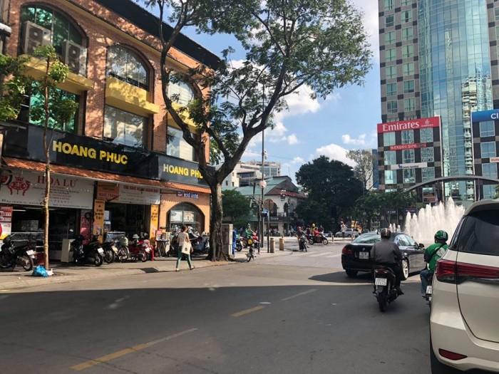 Bán nhà mặt tiền Mạc Thị Bưởi, đối diện Vietcombank
