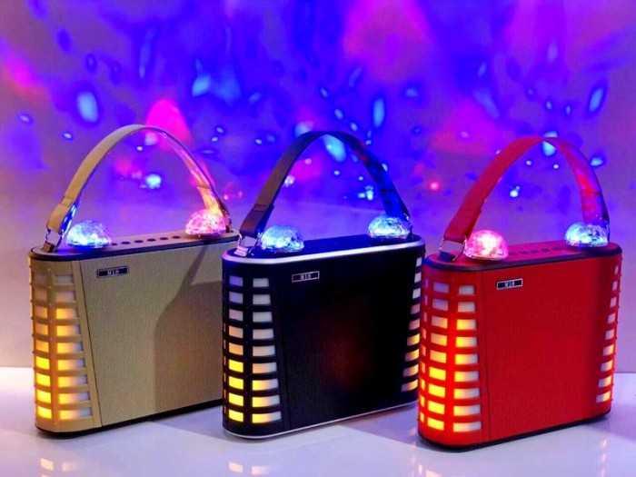 Đi kèm với loa là cặp micro không dây cao cấp và micro còn sử dụng pin sạc cực kỳ tiện lợi cho bạn sự thoải mái song ca cùng bạn bè người thân Loa bluetooth karaoke mini M18 rất thích hợp đối với các bạn yêu thích ca hát .1