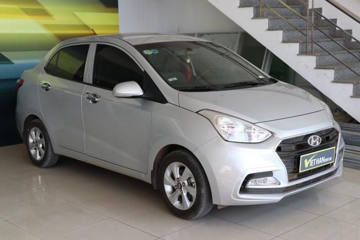 Bán Hyundai Grand i10 sedan 1.2MT màu bạc số sàn bản đủ sản xuất 2018 đi 9000km