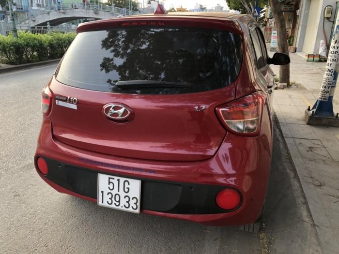 Bán Hyundai Grand i10 HB 1.2AT màu đỏ số tự động sản xuất 2018 biển Sài Gòn đi 14000km