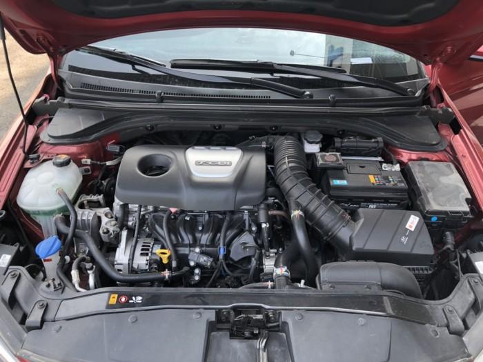 Bán Hyundai Elantra Turbo 1.6AT màu đỏ số tự động sản xuất 2018 biển Sài Gòn đi 6000km