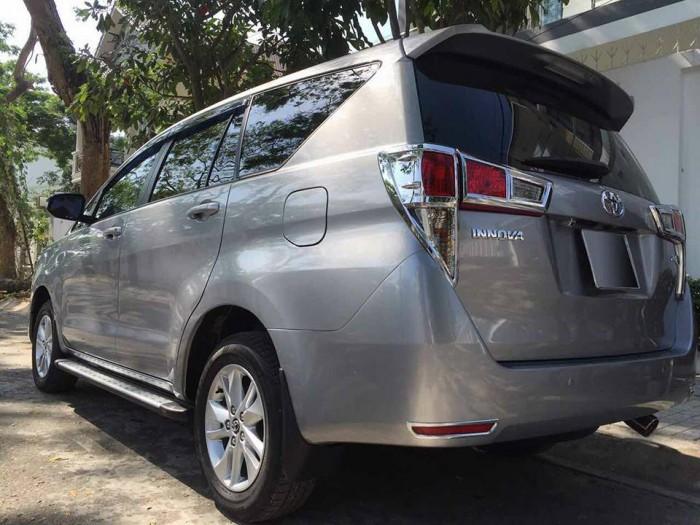 Gia đình cần bán xe Innova 2017, số sàn, máy xăng, màu xám