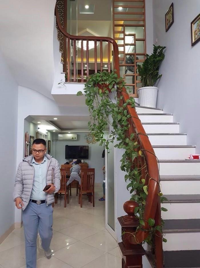 Bán nhà lô góc, 3 mặt thoáng, cách MP Lê Thanh Nghị vài bước chân 38m2. Có thương lượng.